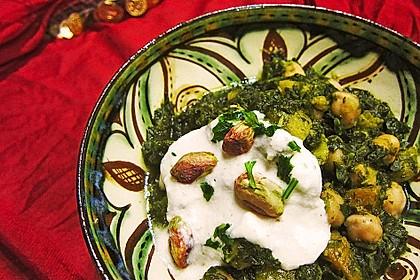 Mangold mit Kichererbsen, Aprikosen und Gewürzjoghurt (Bild)