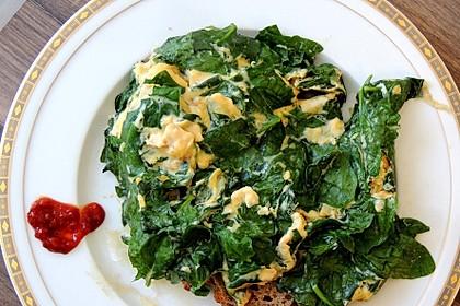 Vollkorntoastie mit Ei und Spinat (Bild)