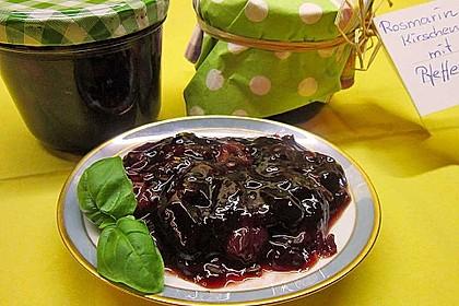 Rosmarin-Kirschen mit grünem Pfeffer