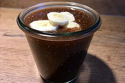 Schoko-Chia-Pudding mit Zimt und Banane