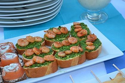 Pesto-Crostini mit Garnelen