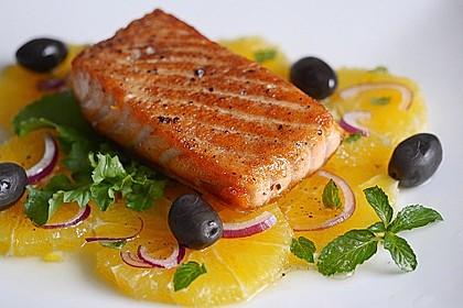 Würziger Lachs auf Orangensalat