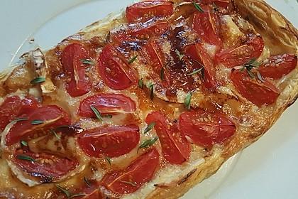 Blätterteigpizza mit Ziegenkäse, Honig und Kirschtomaten 25