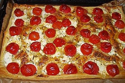 Blätterteigpizza mit Ziegenkäse, Honig und Kirschtomaten 10