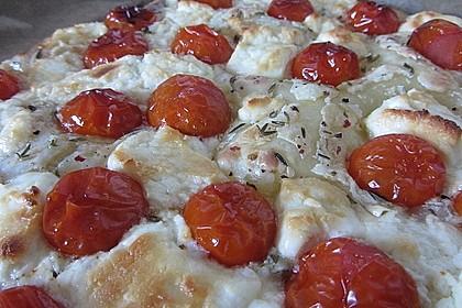 Blätterteigpizza mit Ziegenkäse, Honig und Kirschtomaten 7