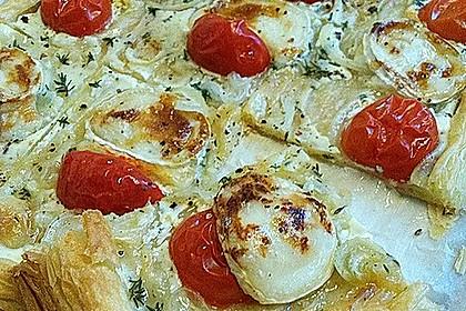 Blätterteigpizza mit Ziegenkäse, Honig und Kirschtomaten 6