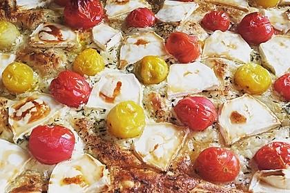 Blätterteigpizza mit Ziegenkäse, Honig und Kirschtomaten 13