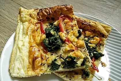 Blätterteigpizza mit Ziegenkäse, Honig und Kirschtomaten 11