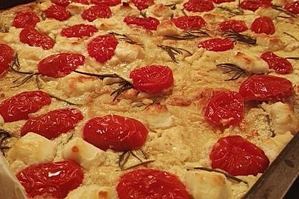 Blätterteigpizza mit Ziegenkäse, Honig und Kirschtomaten 5
