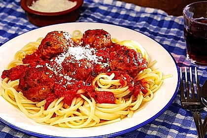 Scharfe Hackfleischbällchen mit Spaghetti