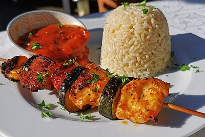Schaschlikspieße mit mariniertem Fleisch (Bild)