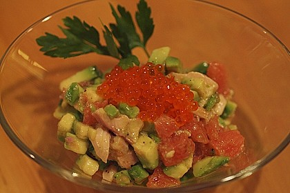 Avocado mit Forelle und Kaviar 2