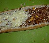 Gefülltes Baguette mit Hackfleisch (Bild)