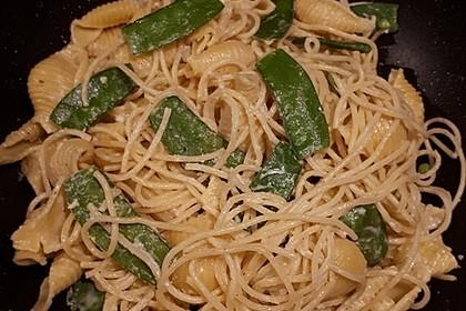 Pasta mit Zuckerschoten-Walnuss-Sauce 2