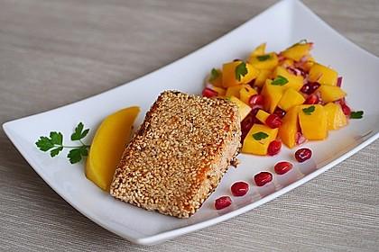Lachs mit Sesamkruste und Mango-Granatapfel-Salat