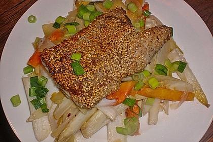 Fischfilet im Sesammantel an tropischem Salat 1