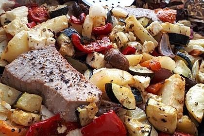 Low Carb Lachs mit Ofengemüse (Bild)