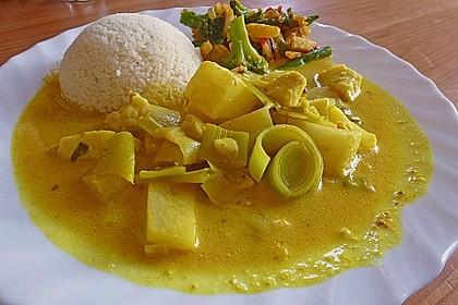 Tropisches Fischcurry mit Couscous und buntem Gemüse