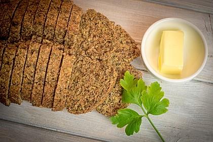 Low-Carb Brot mit Sonnenblumenkernen 82
