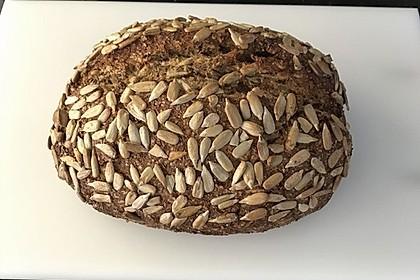 Low-Carb Brot mit Sonnenblumenkernen 79