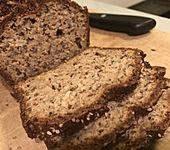 Low-Carb Brot mit Sonnenblumenkernen (Bild)
