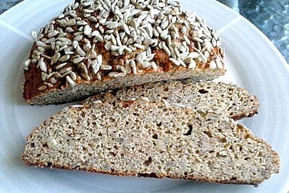 Low-Carb Brot mit Sonnenblumenkernen 35