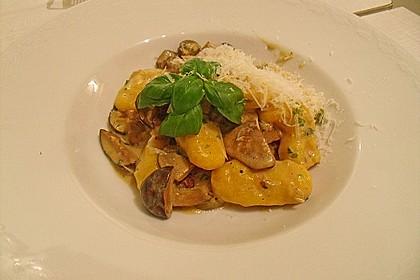 Kürbis-Kartoffel-Gnocchi mit Waldpilzragout