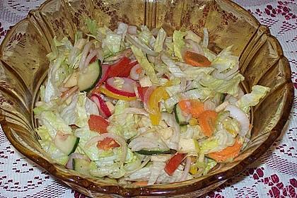 Gemischter Salat mit Apfel und Himbeeressig 1