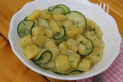 Bayrischer Kartoffelsalat mit Gurke 2