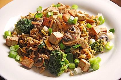 Gebratener Reis mit Tofu und Ei