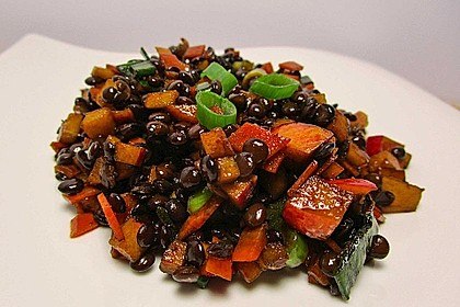 Belugalinsen-Salat mit Kürbiskernöl-Dressing