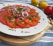 Tomatensalat mit Zitronen-Senf-Vinaigrette (Bild)
