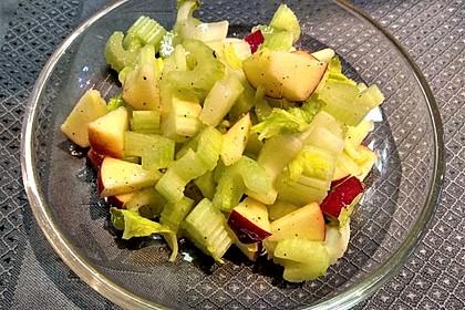 Staudenselleriesalat mit Äpfeln (Bild)