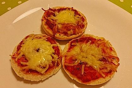 Minipizza aus Hefeklößen