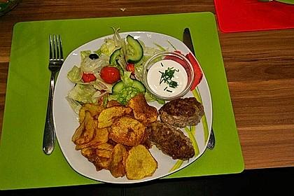 Bifteki mit Kartoffelchips