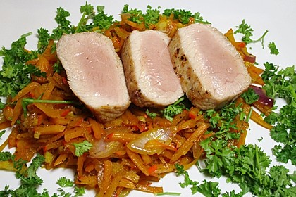 Schweinefilet mit Ingwerkürbis und Orangen-Balsamicosoße 1