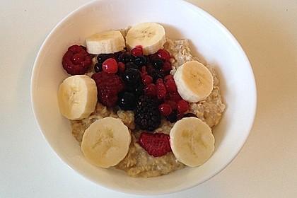 Protein Haferbrei mit Bananen und Beeren 1