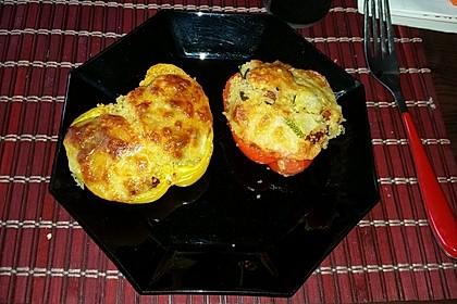 Ofenpaprika mit Couscous-Füllung (Bild)