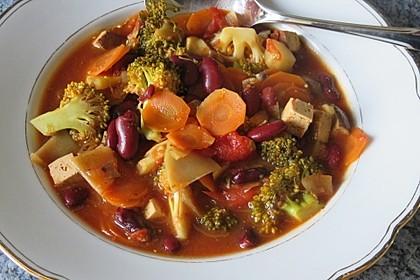 Feuriger Eintopf mit Tofu, Gemüse und Kartoffeln