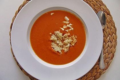 Rote Linsensuppe mit Feta und Couscous-Einlage