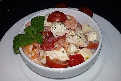 Salat von Cantaloupe-Melone, Cherrytomaten und Mozzarella 1