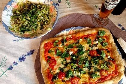 Pizza Rucola oder Pizza Barbecue mit Käserand 1