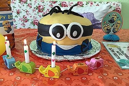 Minion-Torte mit Schokofüllung 7