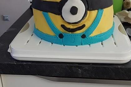 Minion-Torte mit Schokofüllung 10
