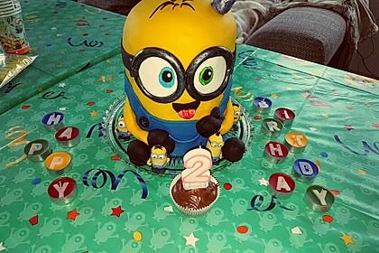 Minion-Torte mit Schokofüllung 2