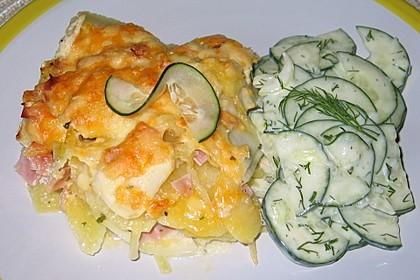 Kartoffel-Kohlrabi-Auflauf mit Gurkensalat