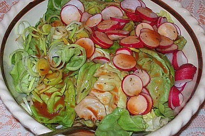 Frühlingshafter Kopfsalat mit Radieschen 20