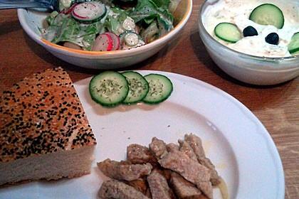 Frühlingshafter Kopfsalat mit Radieschen 23