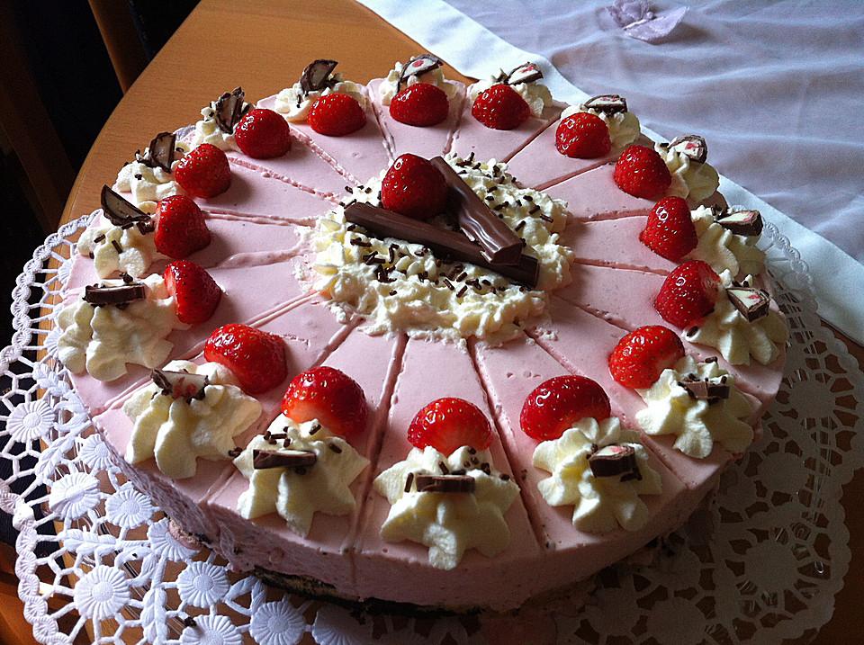 Erdbeer Yogurette Torte Mit Nussboden Von Cupcakes92 Chefkoch De