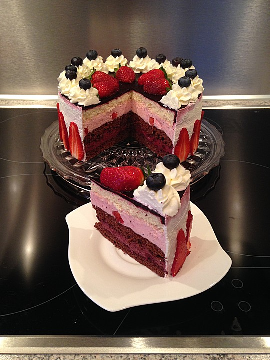 Erdbeer Heidelbeer Torte Von Deadmidnight Chefkoch De